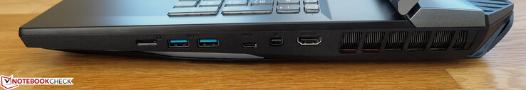 Right side: microSD card reader, two USB 3.1 Gen2 Type-A ports, one USB 3.1 Gen2 Type-C port, one Mini DisplayPort 1.4 port, HDMI 2.0 port